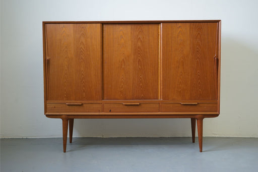 Danish Modern Model 17 Sideboard Made With Teak For Omann Jun - (312-106)