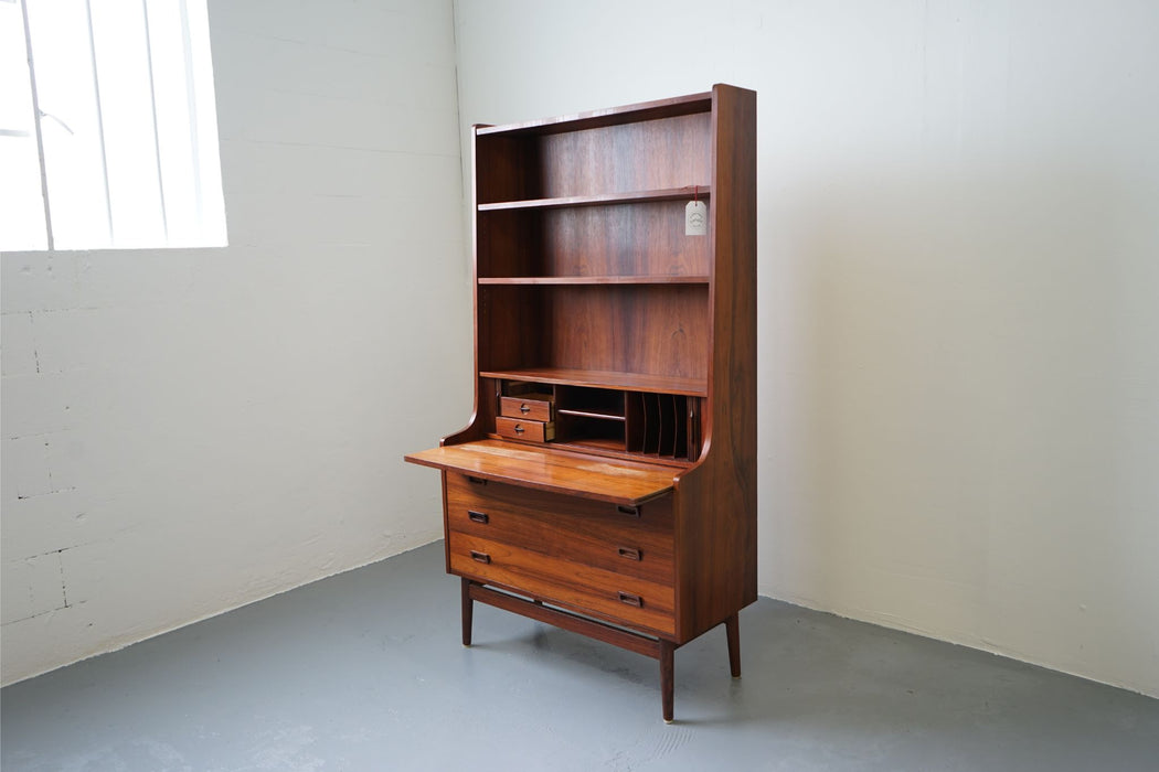 A Mid Century Bookcase Made With Rosewood By Johannes Sorth For Nexo - (312-190)