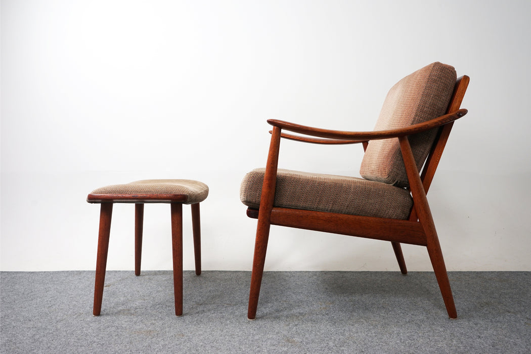 Mid Century Teak Lounge Chair With Footstool - (D759)