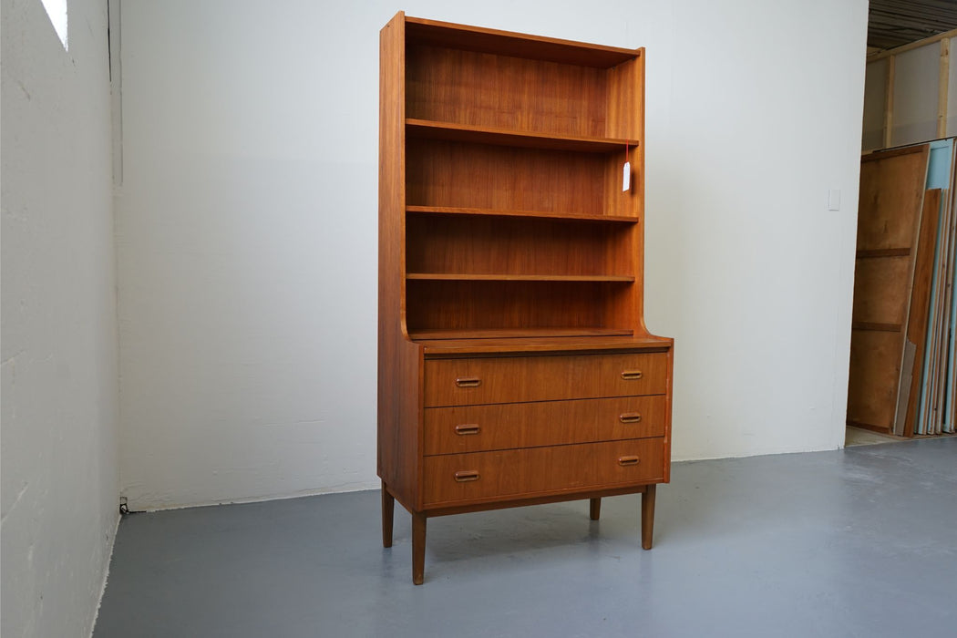 A Scan Modern Bookcase Made With Teak - (D409)
