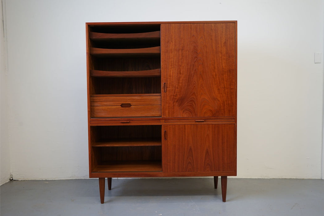 Scandinavian Cabinet Made With Teak - (315-066)
