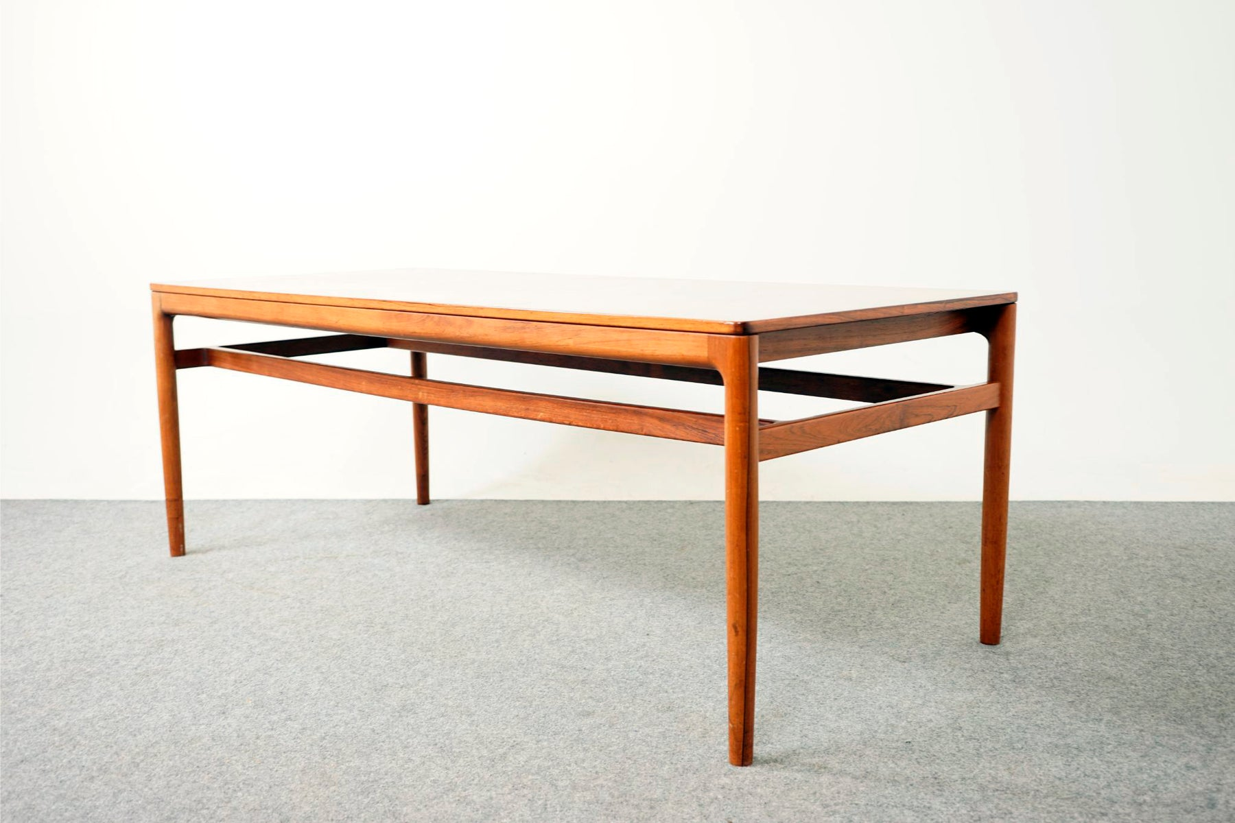 Scandinavian Coffee Table Made With Rosewood - (317-047)