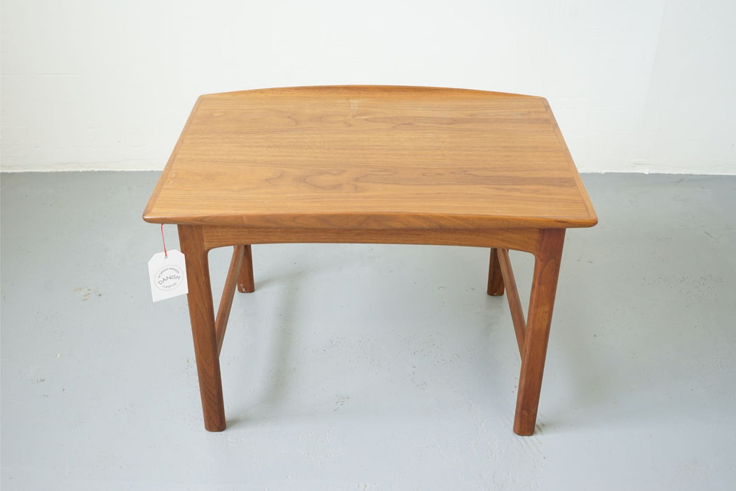 Scandinavian Side Table Made With Walnut - (311-125)
