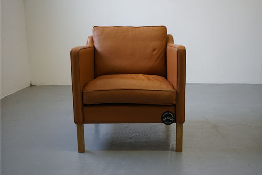 A Single Vintage Design Leather Lounge Chair - (313-006.1)