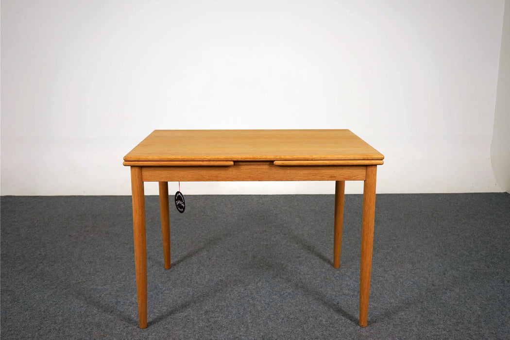 Vintage Modern Oak Dining Table - (314-094)