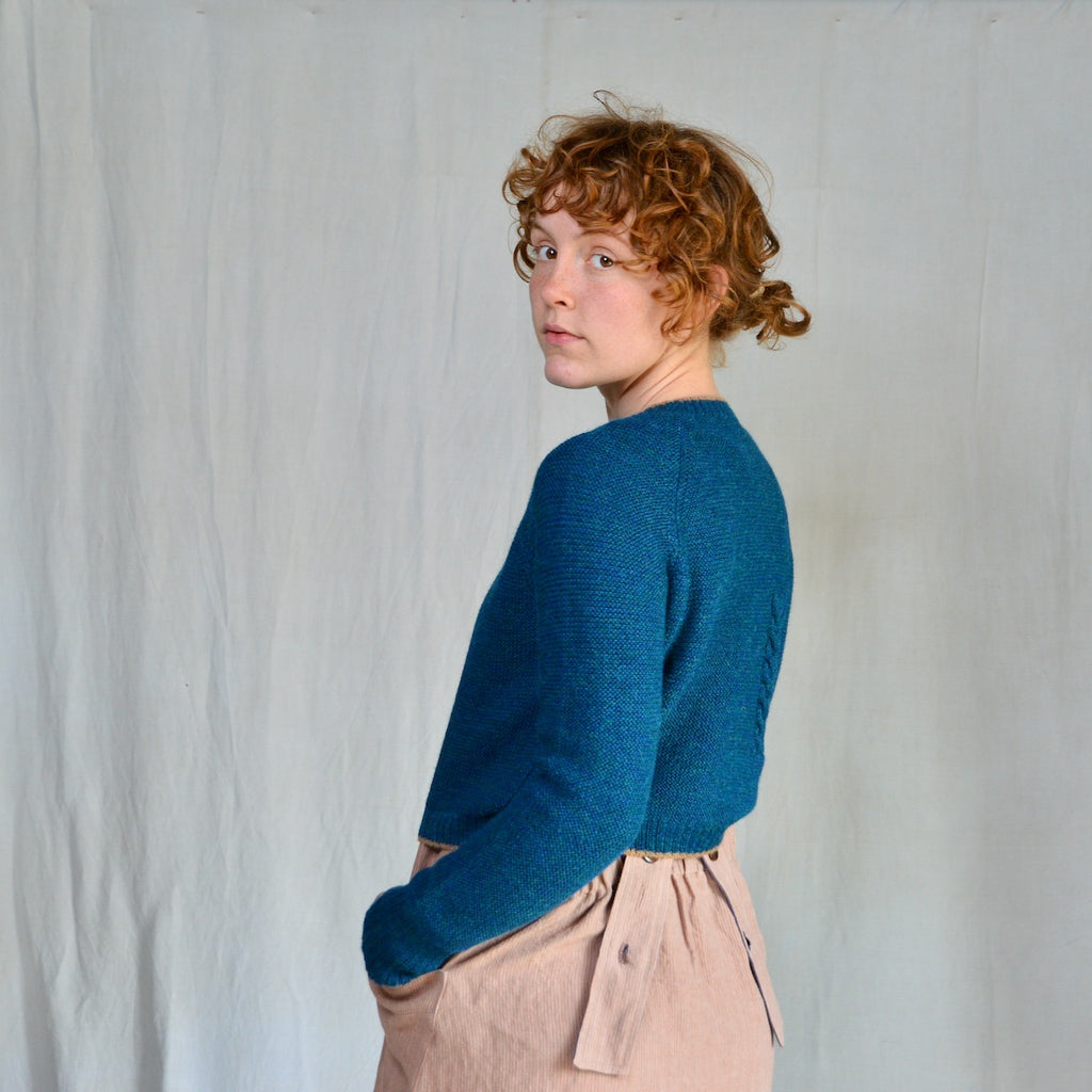 Women's Cable Cropped Jumper in Baby Alpaca - Peacock