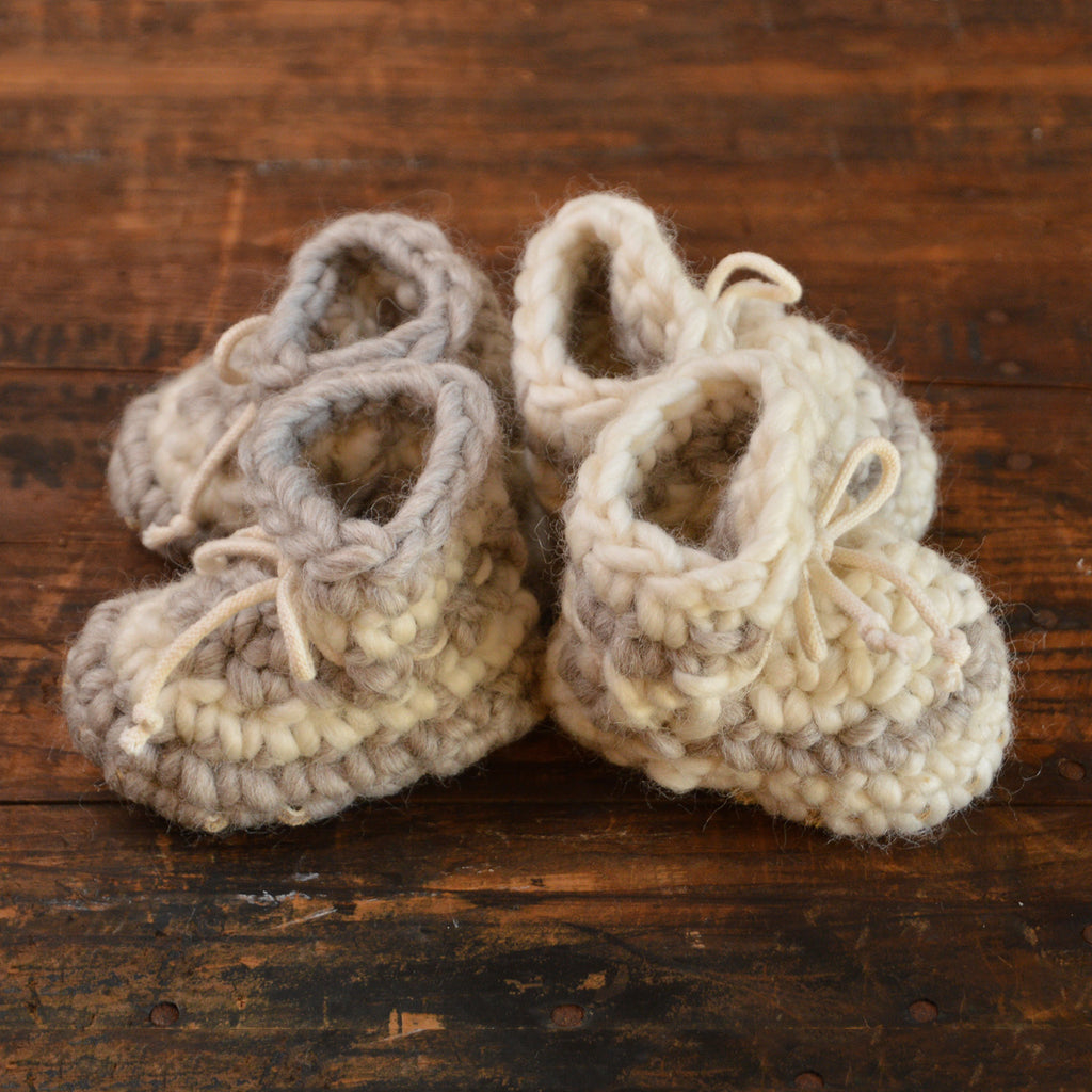 Newborn Padraig Booties (0-3m)
