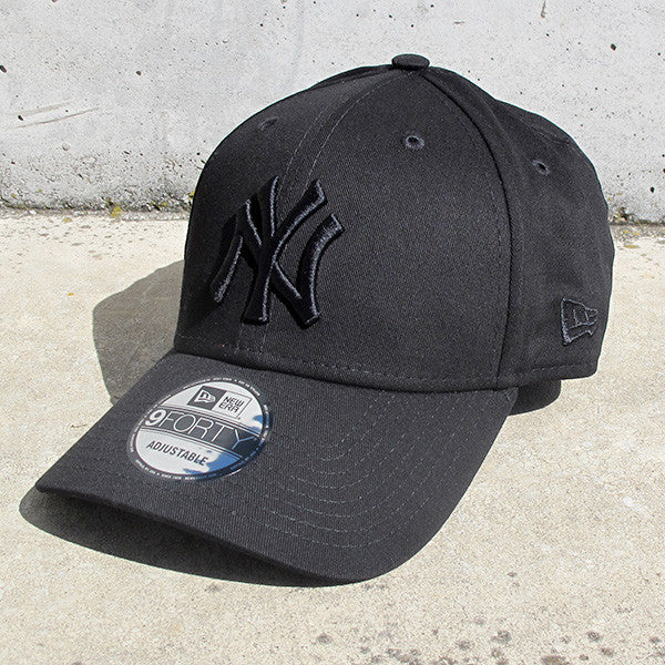 New York Yankees 9FORTY Adjustable Cap - Black on Black