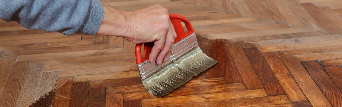 How to Varnish an Interior Wood Floor