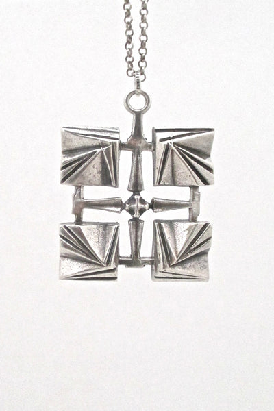 detail Pentti Sarpaneva for Turun Hopea Finland vintage silver modernist pendant necklace