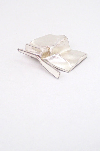 detail Bjorn Weckstrom for Lapponia Finland vintage silver sculptural brooch pendant