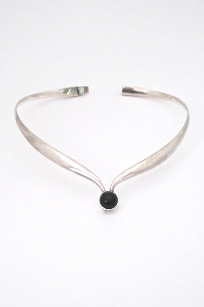 closure Sigi Pineda Taxco Mexico vintage heavy silver onyx hinged choker necklace