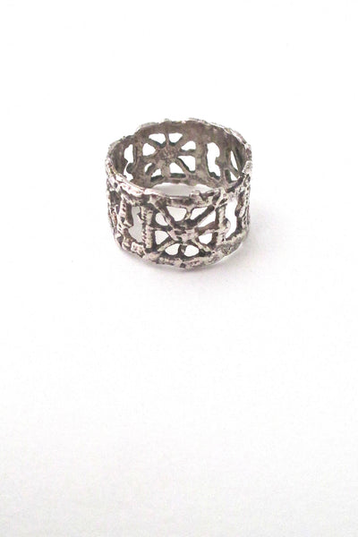 detail Pentti Sarpaneva for Turun Hopea silver Pitsi band ring mid century Scandinavian design