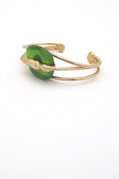 detail Rafael Alfandary Canada vintage gold tone apple green glass cuff bracelet