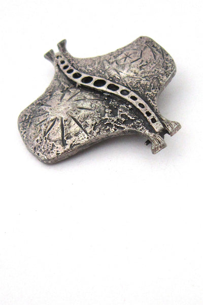 detail Guy Vidal Canada vintage brutalist pewter stingray brooch 1970s jewelry