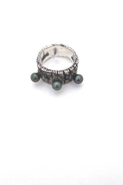 detail John Pagacz USA vintage Modernist heavy silver and pearl ring