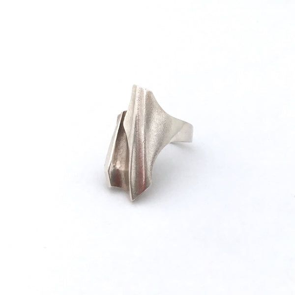 detail Lapponia Finland large vintage silver Shuttle ring by Bjorn Weckstrom 1984 Scandinavian Modernist jewelry design