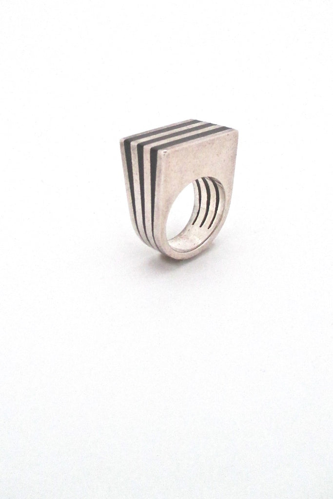 Puig Doria Spain vintage Modernist silver and ebony heavy striped ring