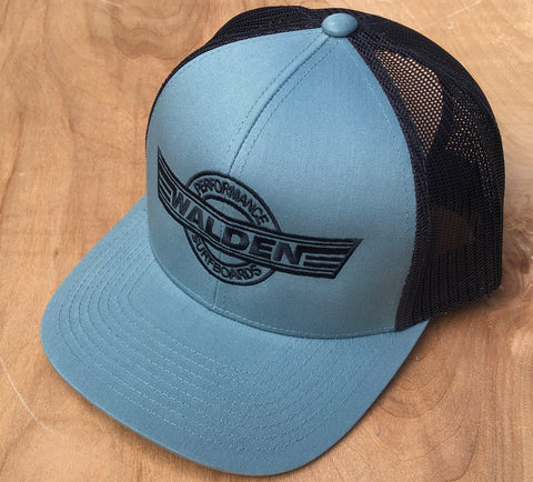Performance Logo trucker: pale blue