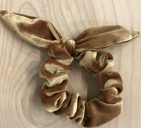 velvet bow scrunchie: gold