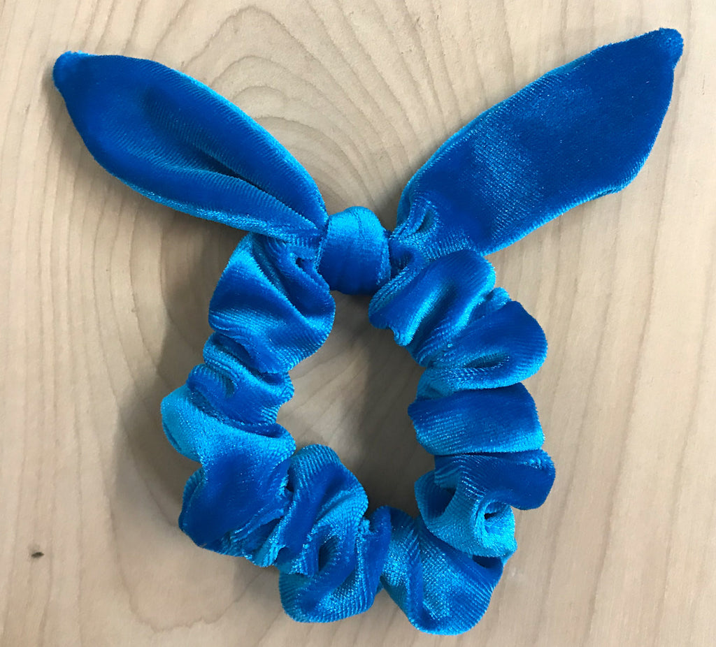 Sale: velvet bow scrunchie: blue