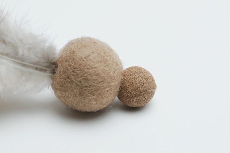 Wetnose Feather Mini Ball Cat Toy - CreatureLand