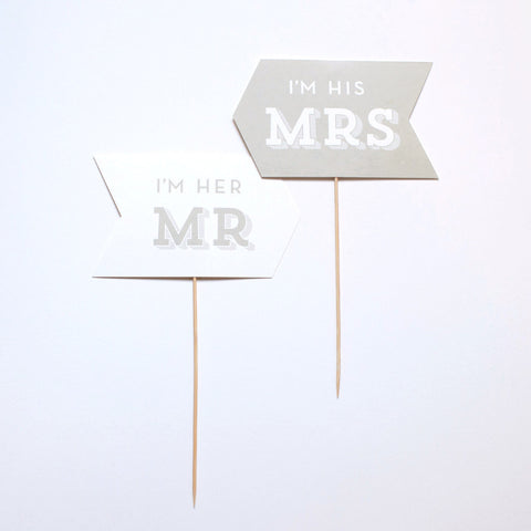 Couples Photo Prop - I'm his Mrs / I'm her Mr - Slab Serif