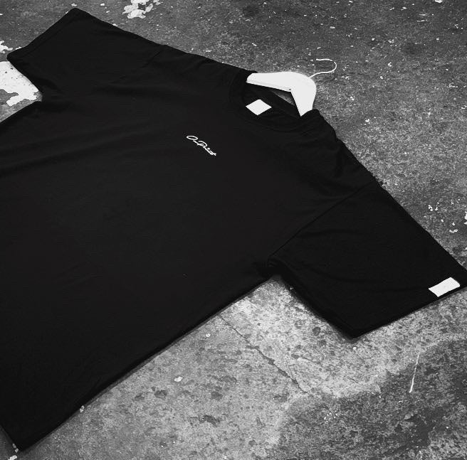 ONPOINT® Embroidered SCATOLA - Oversize T-Shirt in Black
