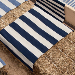 yacht stripe rug in navy blue and white