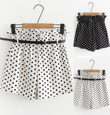 Women Retro Dot Print Casual Fit Elastic Waist Pocket Shorts Pants With Belt