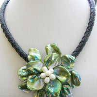 Free shipping >>>>>18''17mm hand-made green Shell Flower Necklace