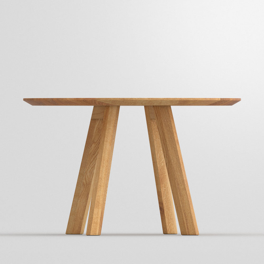 Rombi Oak Round Table