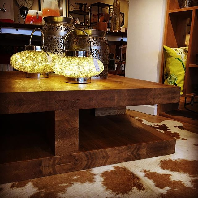 Look at the grain on that! Solid Oak Coffee table from #blacksofsopwell  #realwood #oakfurniture  #coffeetabledecor