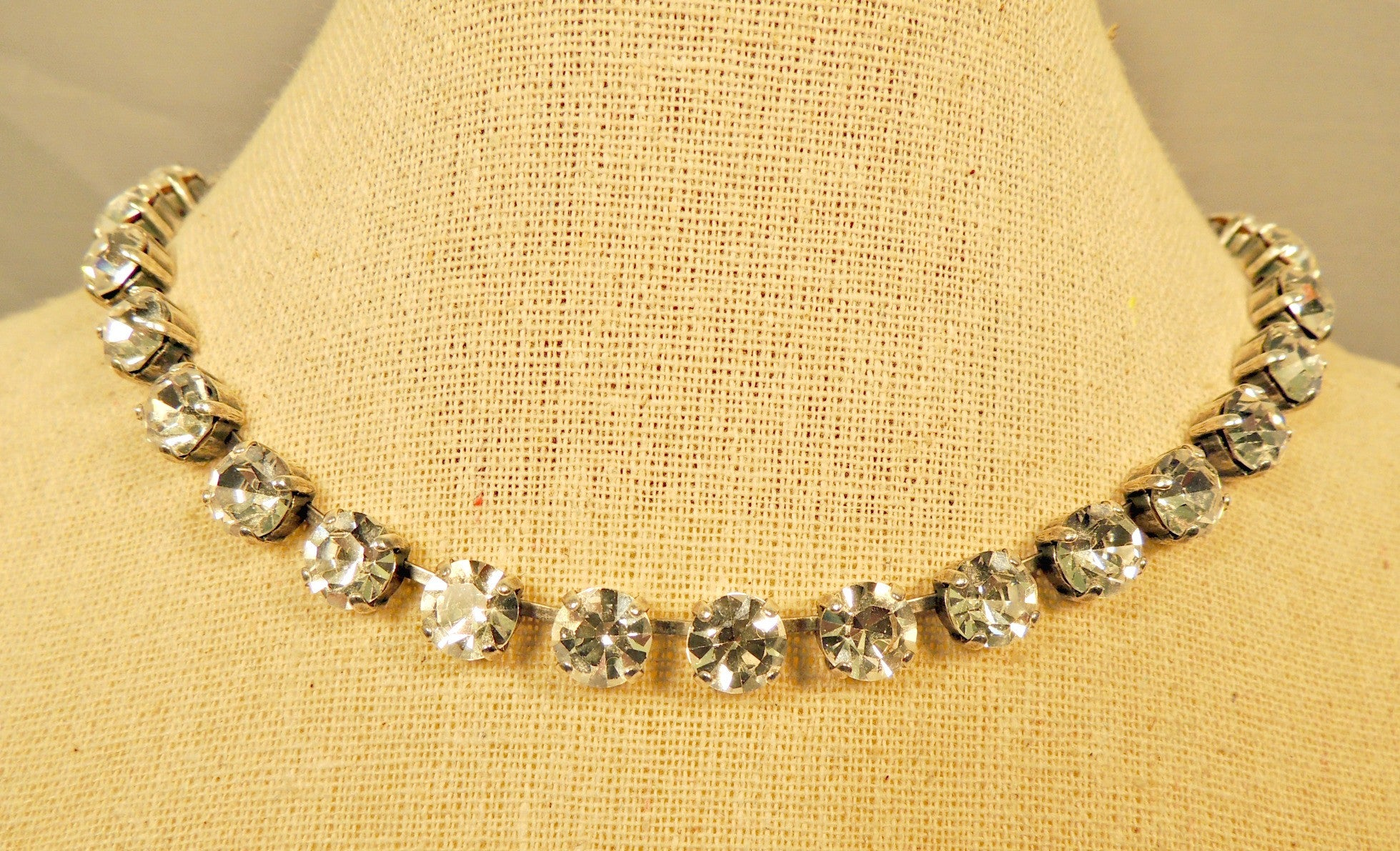necklace crystal bargain je table faceted clear