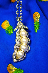 Glamour Peas in a Pod Necklace