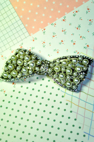 Delighted Pearl Hair Clip