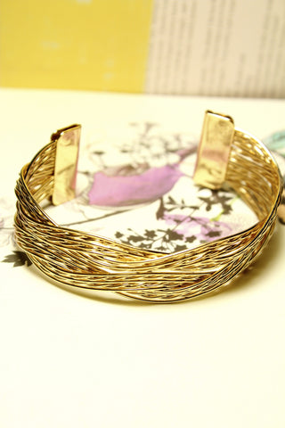 Chic Twist Bangle