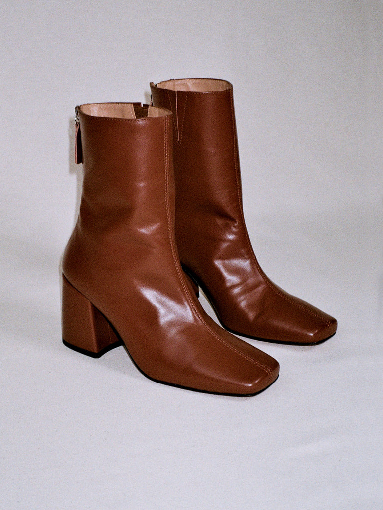 About Arianne - Nico Chestnut ankle boots