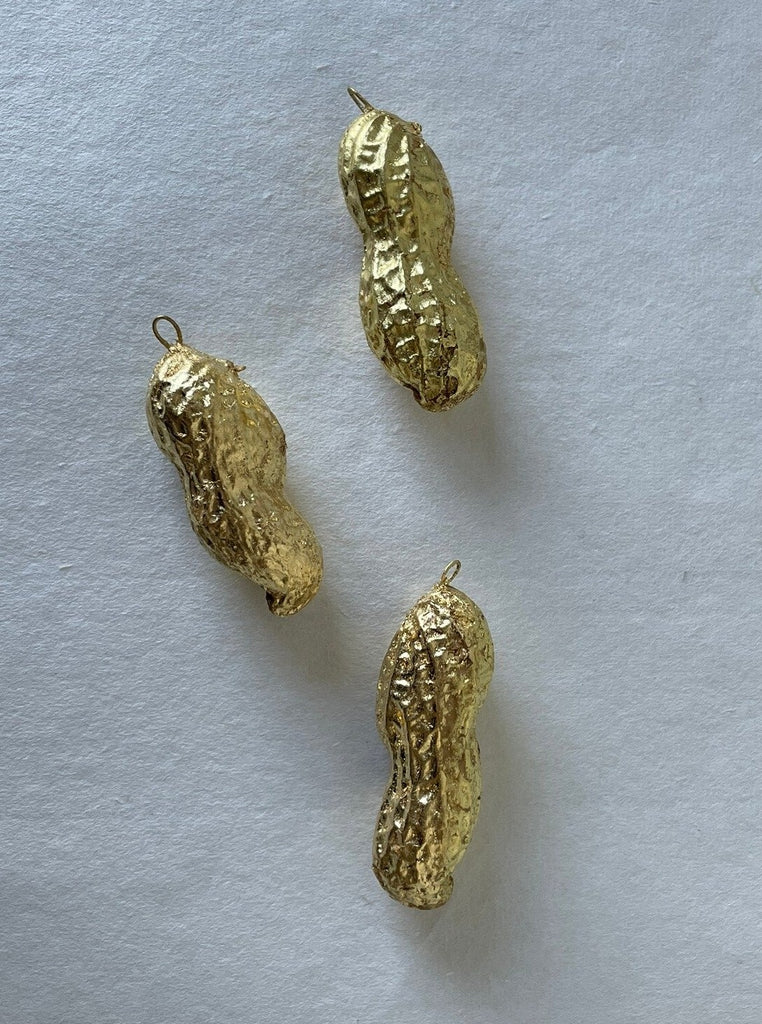 Coralie how - 22k gold leaf peanut ornament