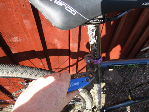 Tightening a bicycle seat post clamp