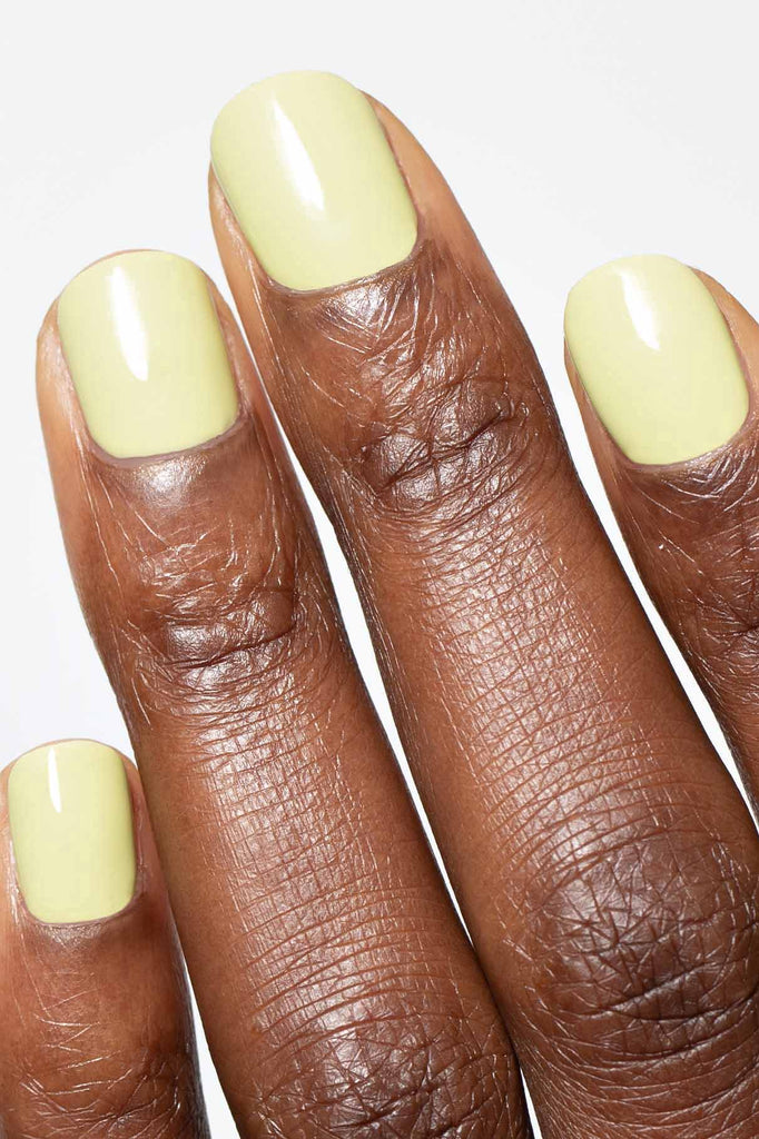 gitti no 23 Matcha Latte light green nail close up