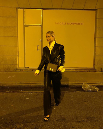 Josefine in CL Cargo pants and cropped blazer in black.