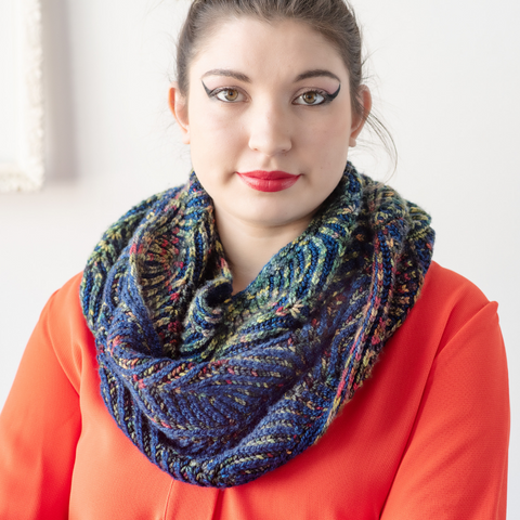 Simultaneous Contrast Cowl by Katrin Schubert