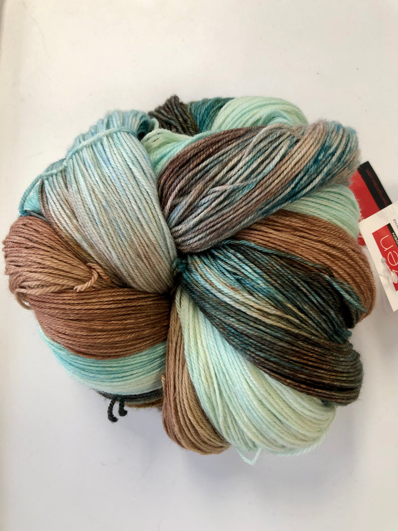 Yarn Bun 110 (Superfine Fingering)