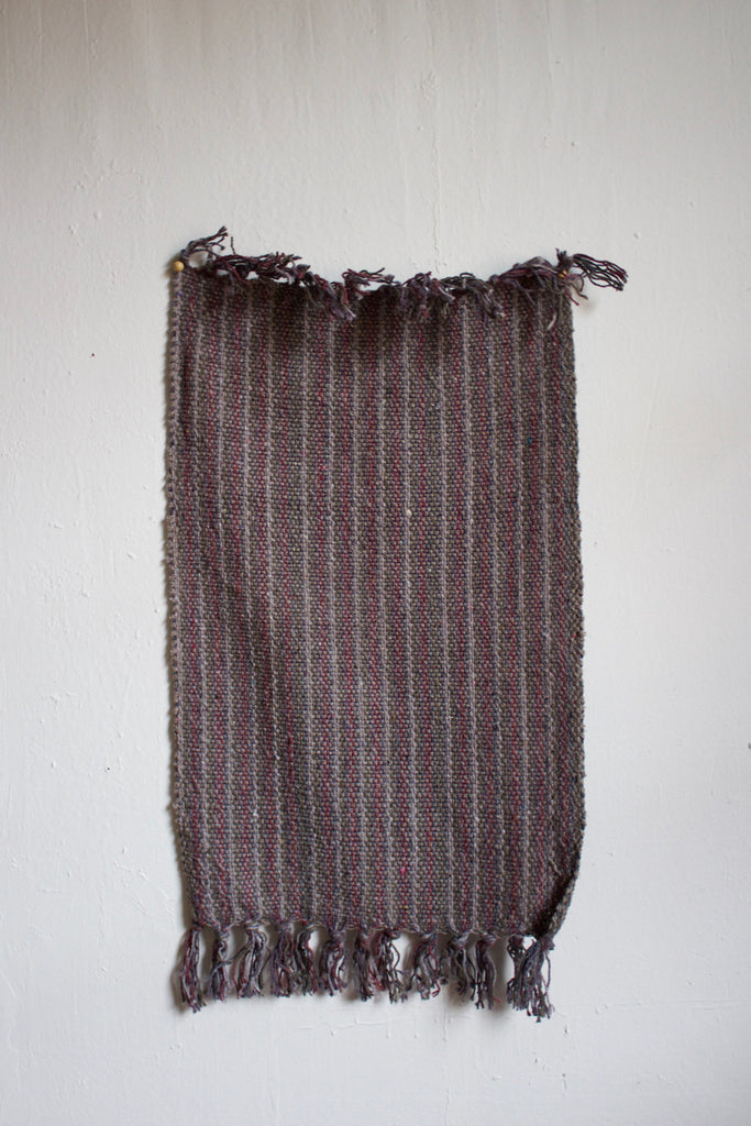 Hand woven cotton rug in grey.