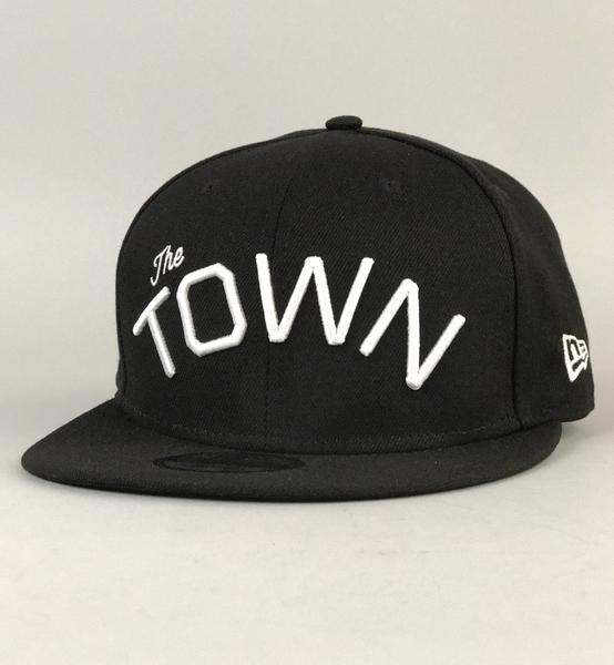 46c12b1ee23 Upper Playground - Lux - THE TOWN NEW ERA FITTED CAP IN BLACK