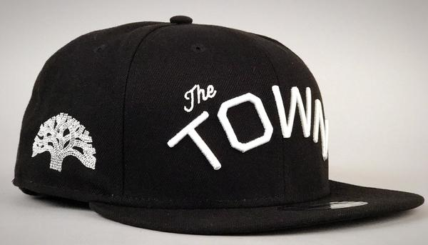 867d2a1a2fc8b THE TOWN NEW ERA FITTED CAP IN BLACK