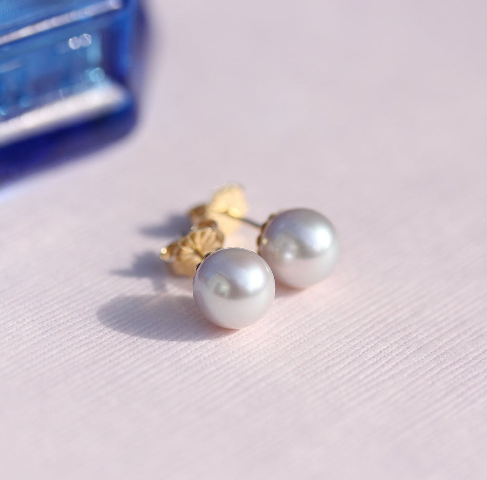 Gray freshwater pearl studs