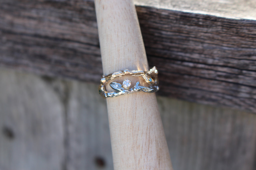 Two tone intertwined band