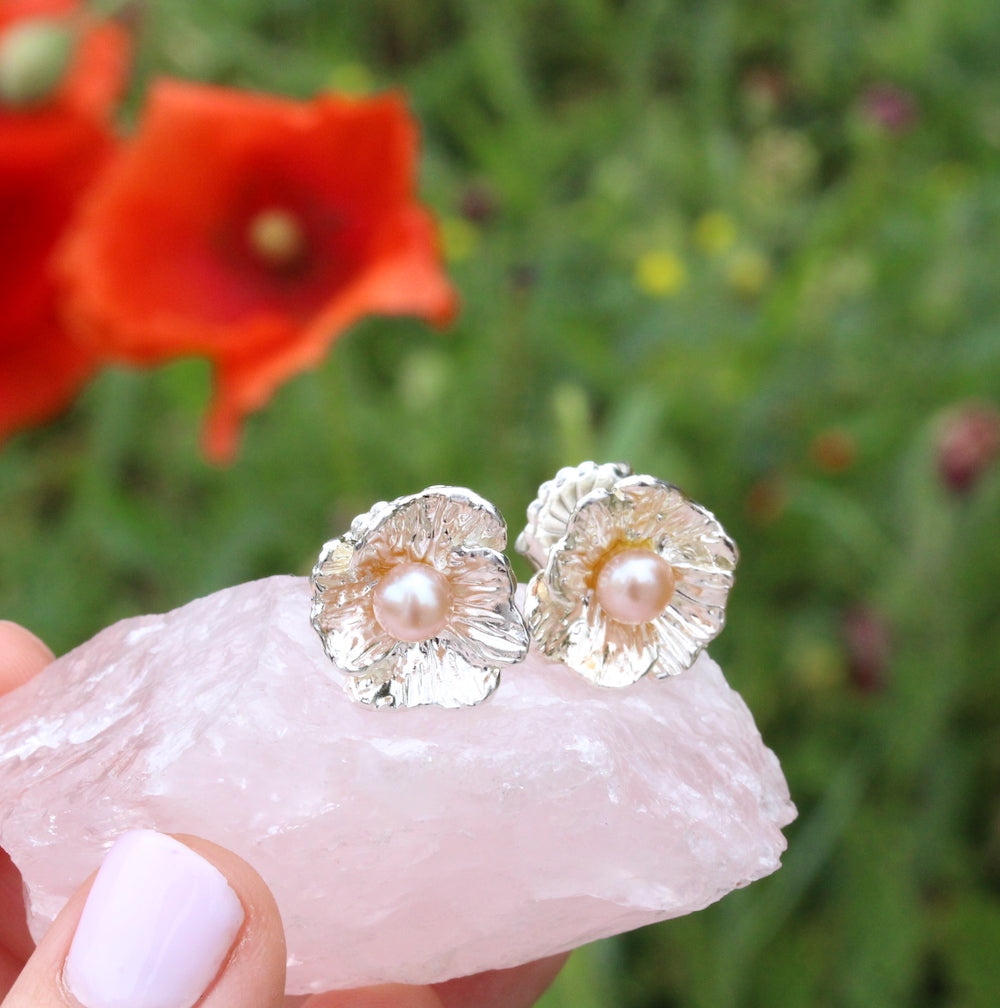 Poppy studs with pearl